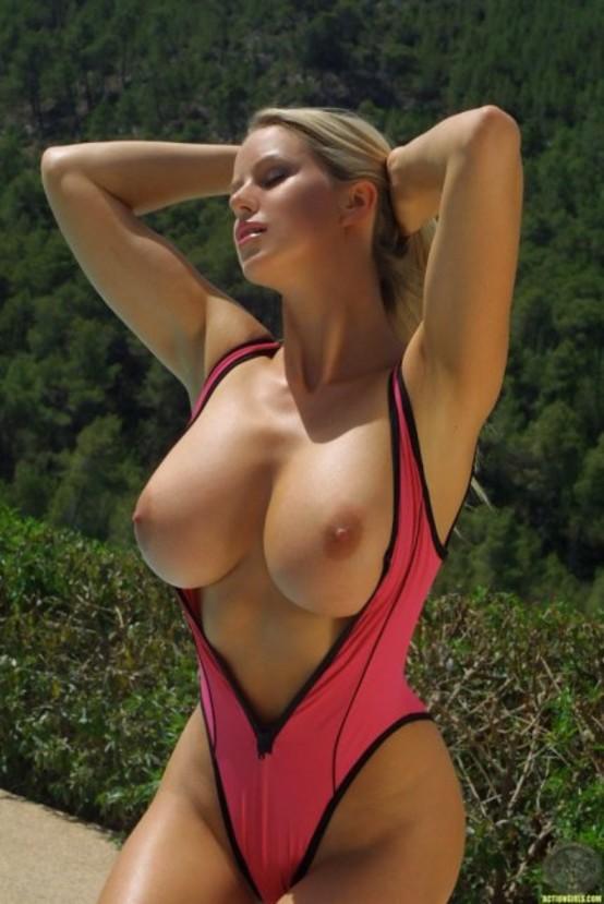 Женщины в бикини с большими сосками фото 95962 фотография